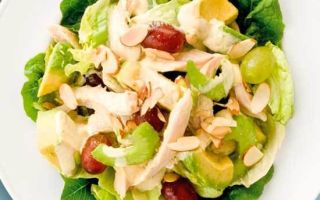Простой и вкусный салат с авокадо и помидорами