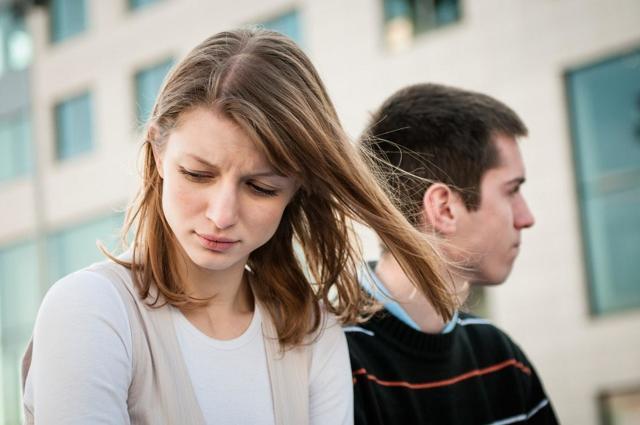 Почему не звонит мужчина: женское и мужское мнение