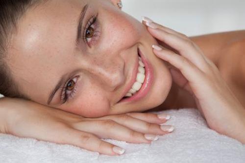Как избавиться от красных пятен от прыщей: советы косметологов