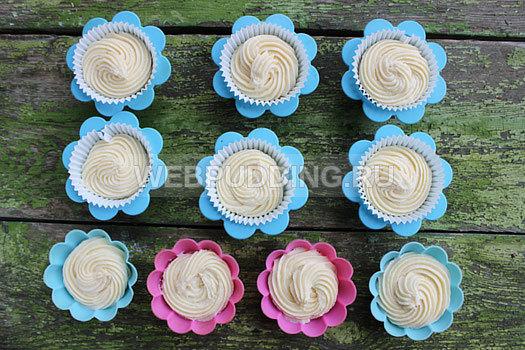 Пышные кексы с творогом в силиконовых формочках