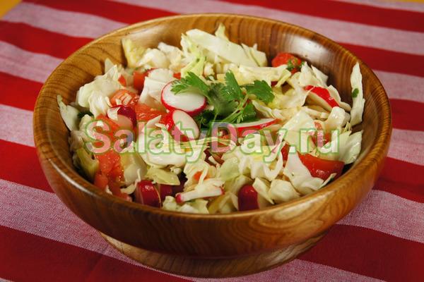 Легкий салат из пекинской капусты с овощами