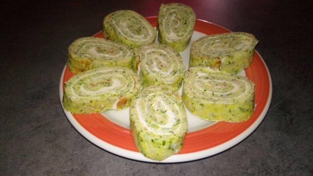 Рулеты из кабачков с сыром и чесноком