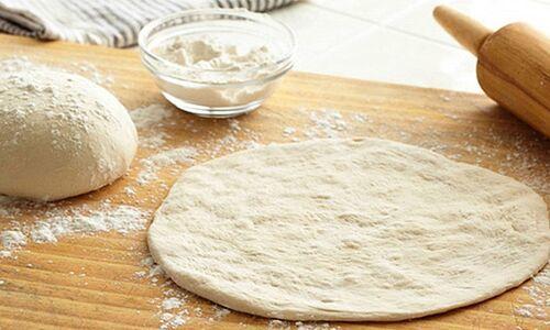 Домашняя пицца с грибами и сыром