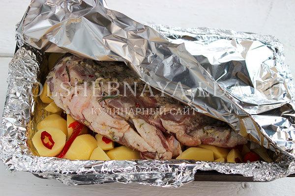 Бараньи ребрышки в рукаве, запеченные в духовке