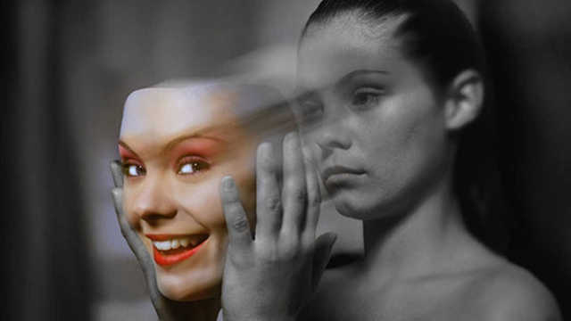 Как распознать энергетического вампира: поведение энергопийцы