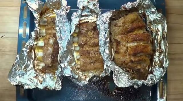 Свиные ребра с медом, запеченные в духовке в фольге
