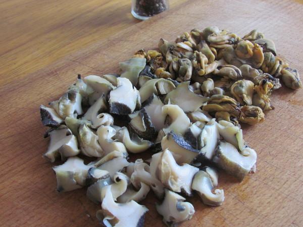 Жульен с грибами и мидиями