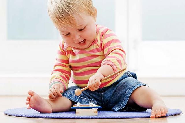 Как научить ребенка сидеть и ходить