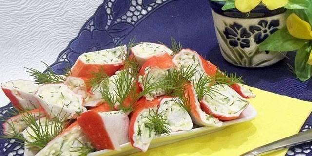 Фаршированныекрабовые палочки с сыром и яйцом