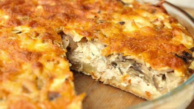 Слоеный пирог с грибами и сыром