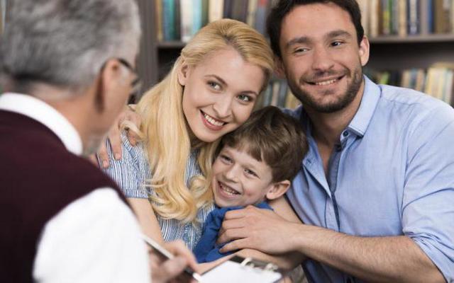 Муж не дает денег в семью: разговаривать или разводиться