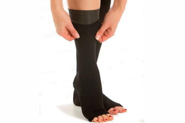 Заботимся о ножках: как выбрать компрессионные чулки при варикозе