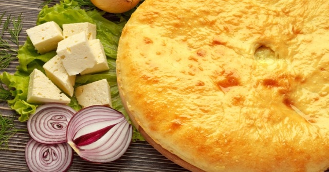 Осетинский пирог с сыром и зеленью из дрожжевого теста
