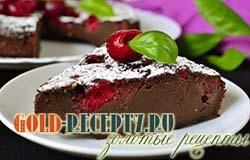 Шоколадный пирог клафути с вишней и смородиной