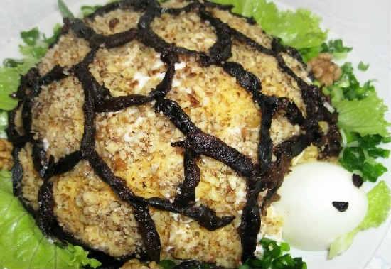 Салат черепаха с курицей и с грецкими орехами