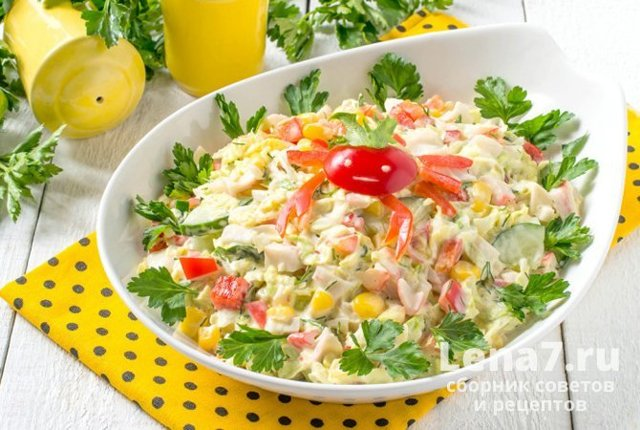 Салат с авокадо и крабовыми палочками