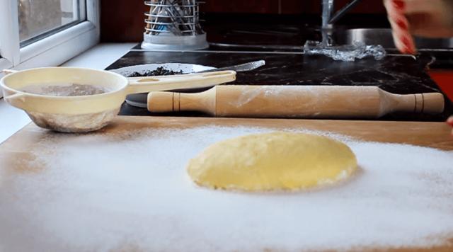 Булочки с маком и сахаром из дрожжевого теста