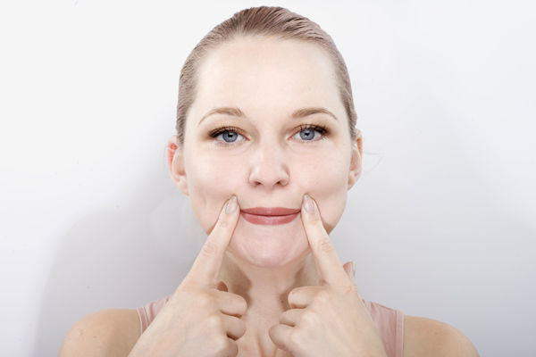 Как увеличить губы визуально: красота без опасности