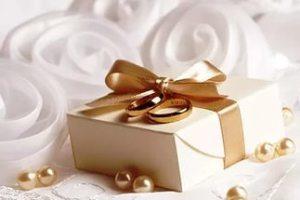 Какие можно выбрать подарки молодоженам на свадьбу