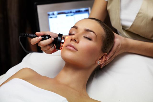 Чистка кожи лица в салоне: методы современной косметологии
