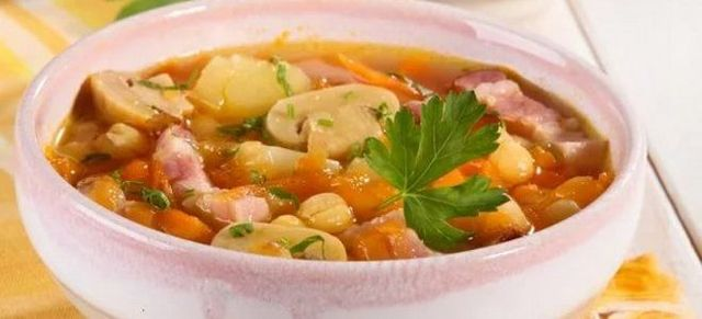 Вкусный гороховый суп с курицей и грибами