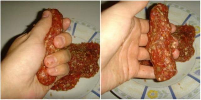 Жареные колбаски чевапчичи на сковороде