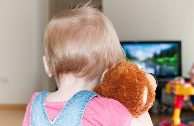Телевизор и дети: есть ли место телевидению в детском досуге