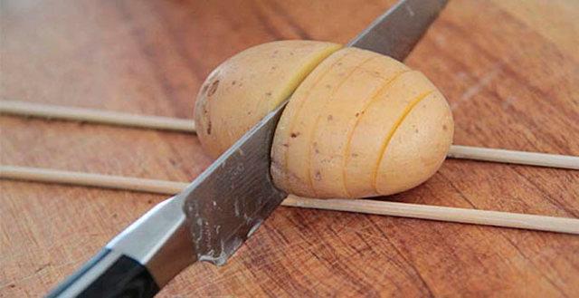 Картошка-гармошка с беконом и сыром в духовке