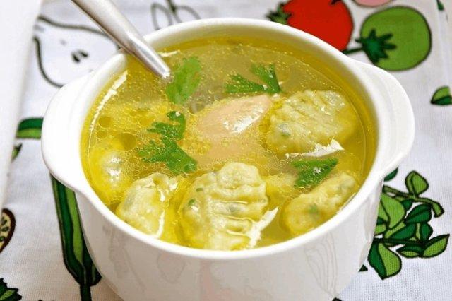 Куриный суп с нежными клецками