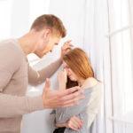 Что делать, если бьет муж: бросить или продолжать жить с тираном