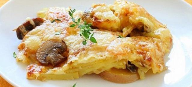 Запеканка картофельная с курицей грибами и сыром