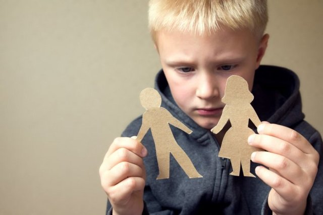 Как уберечь психику ребенка при разводе