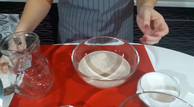 Открытые домашние беляши с мясом на сковороде