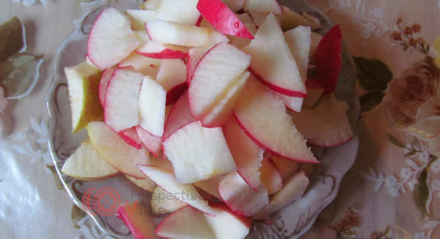 Яблочный пирог шарлотка с курагой