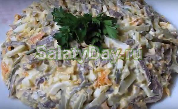 Салат из свиного легкого и сердца с перепелиными яйцами