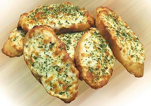 Хрустящие с гренки с чесноком и сыром на сковороде