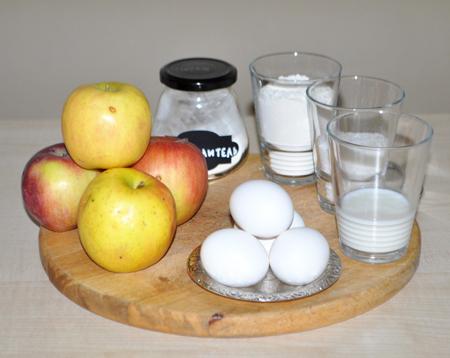 Бисквитный рулет из дрожжевого теста с яблоками