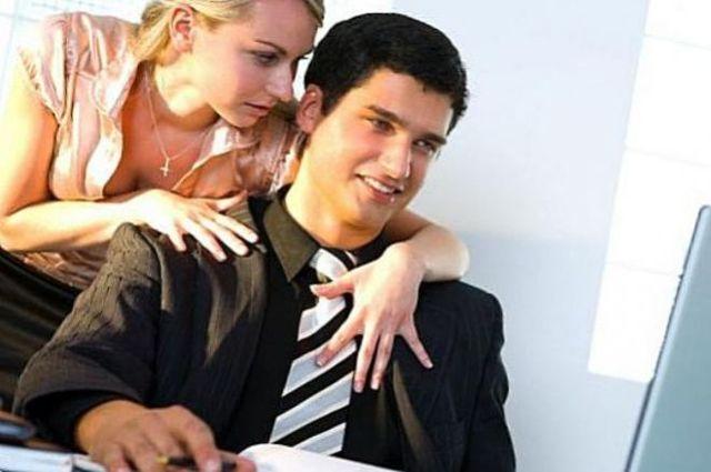 Стоит ли заводить служебный роман на работе