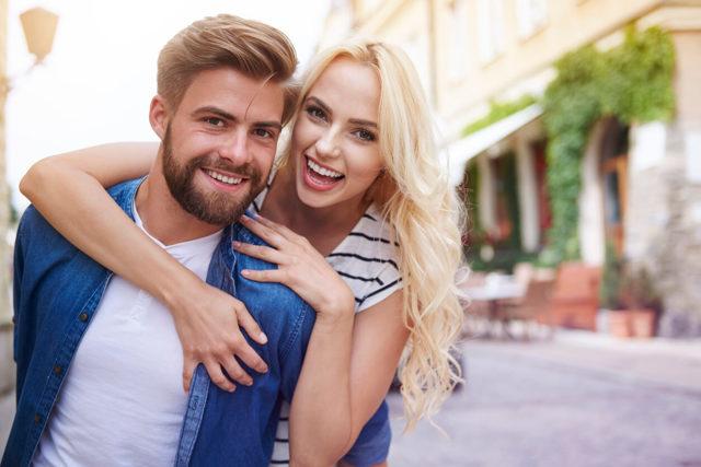 Как флиртовать с мужчиной правильно: секреты женского очарования
