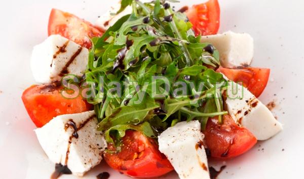 Итальянский салат капрезес моцареллой: классический рецепт