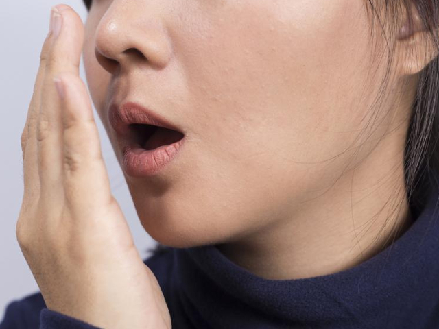 Запах ацетона изо рта у взрослого: причины и как избавиться