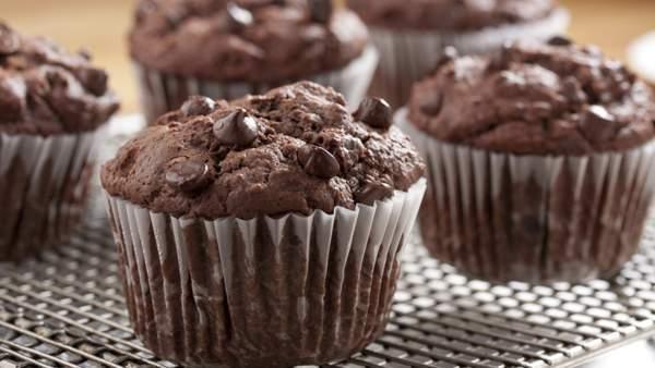 Шоколадные маффины с кусочками шоколада