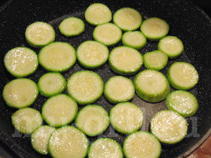 Овощная запеканка из кабачков с сыром и грибами