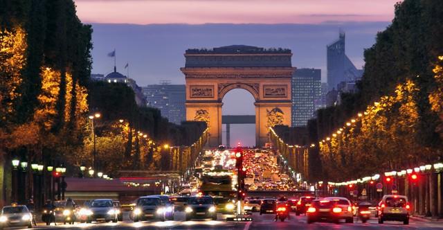Знаменитые Елисейские поля в Париже