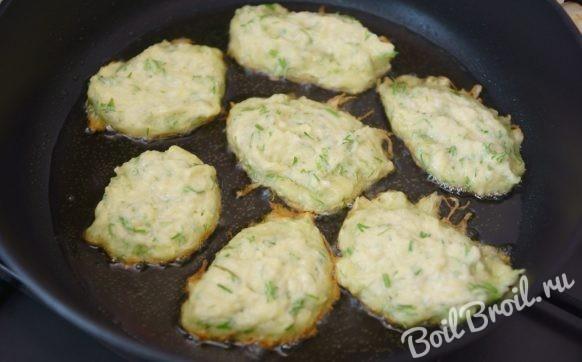 Пышные оладьи из кабачков и картошки с чесноком
