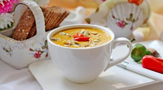 Классический тыквенный суп-пюре с чечевицей