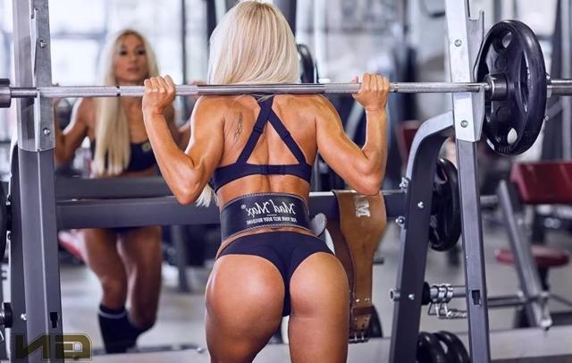 Почему девушкам категорически нельзя поднимать тяжести