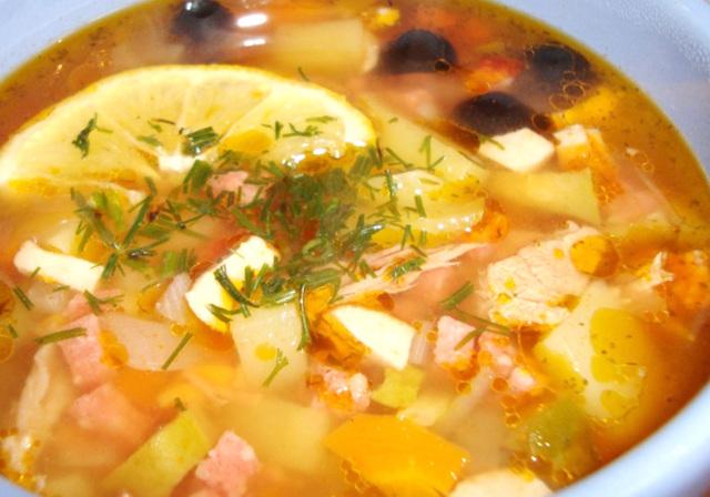 Сборная солянка с копченостями и картошкой