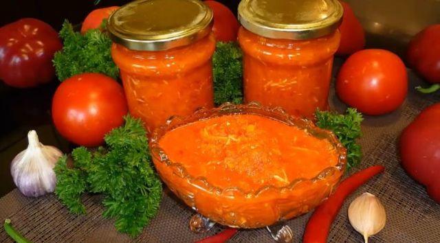 Вареная аджика из помидоров и болгарского перца с баклажанами