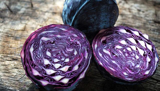 Салат из свежей краснокочанной капусты
